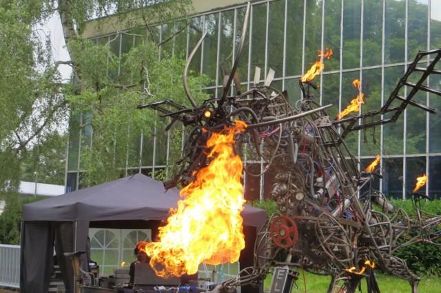 Paka Presents – Elsie The Fire Breathing Mechanical Dragon